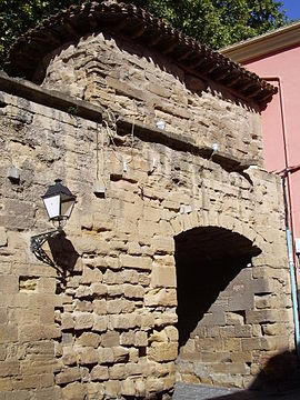 270px-Arch_of_Revellín_Wall_in_Logroño